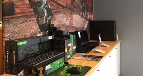 Bogild IT butik set indefra Gamer afdeling med stationære gamere